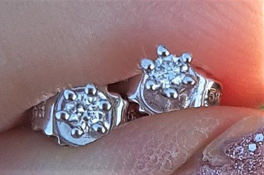 Solitaire Diamant Øreringe på Total 0,06 carat sat i 14 K. Hvidguld.