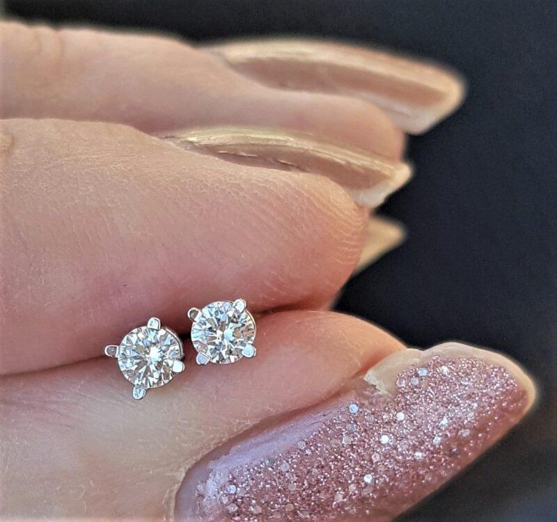 14 Karat Hvidguld Solitaire Diamant Øreringe m. Total 0,27 carat.