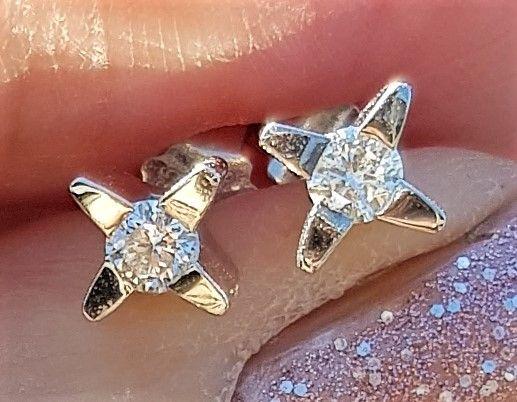 Stjerne Solitaire Diamant Øreringe i 14 Karat Hvidguld på Total 0,30 carat.