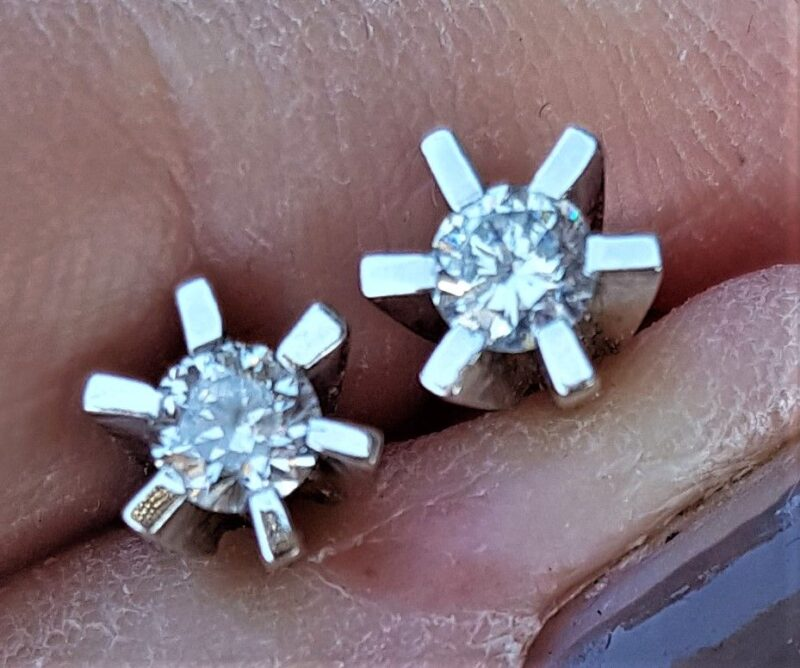 Håndlavede 14 Karat Solitaire Diamant Øreringe m. I alt 0.35 carat