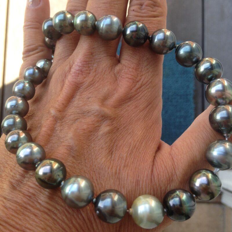 Tahiti Perlekæde m. Multi Farvede Perler.