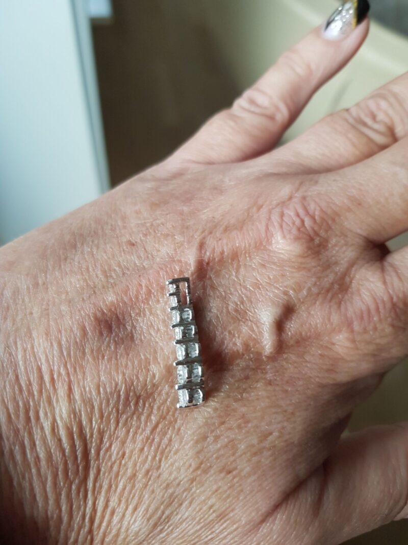 """Diamant Vedhæng """" journey"""" m. i alt 0,69 carat Diamanter sat i 14 Karat Hvidguld."""