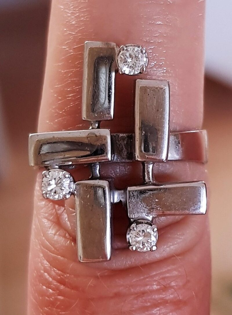 Unika Diamant Ring i 14 Karat Hvidguld.