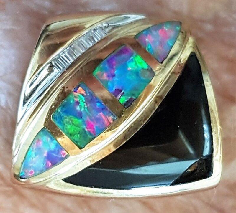 Multi Opal Vedhæng i Guld m. Sort Onyx og Diamanter.
