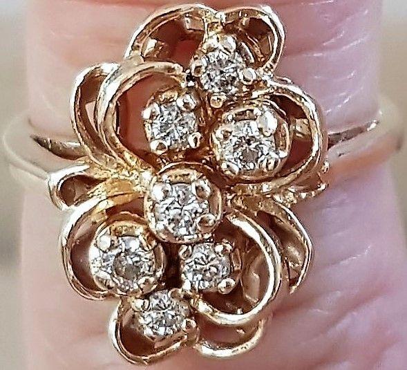 Ring i Antik Design i 14 Karat Guld m. i alt 0,75 Carat Diamanter.