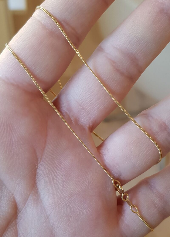 Guld Halskæde i Flad Enkelt Design i 14 Karat.