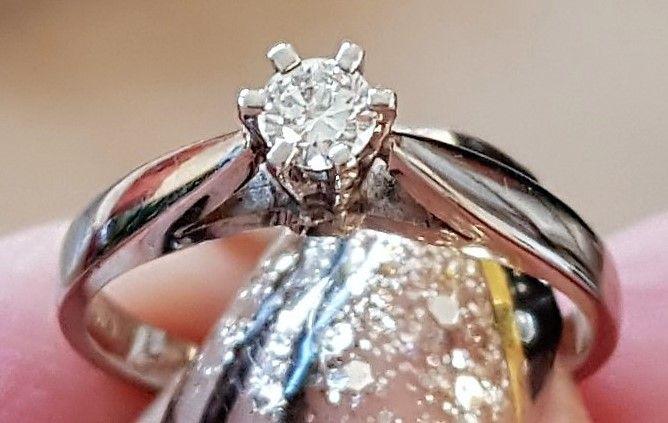 Prinsesse Solitaire Diamant Ring i 14 Karat Hvidguld m. 0,15 carat Diamant.