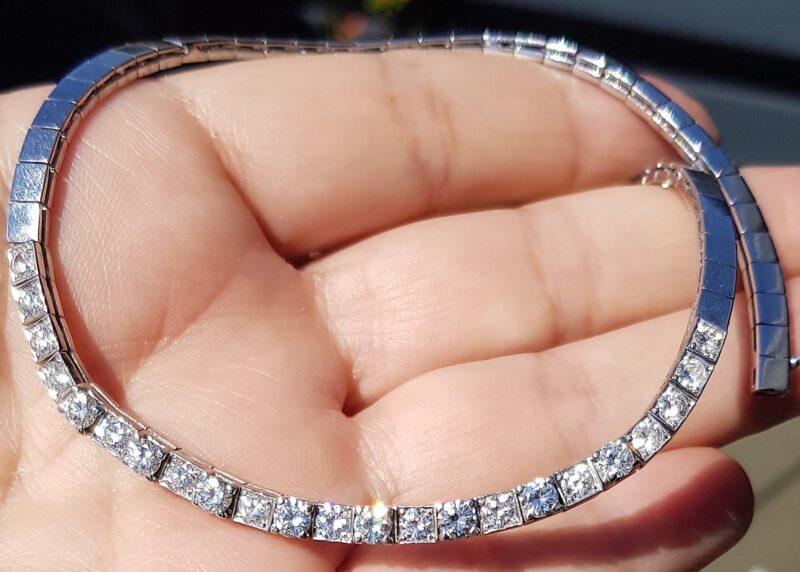 Diamant Halskæde m. i alt 3,0 carat Diamanter på 25,7 g. Sat i 14 Karat Hvidguld.