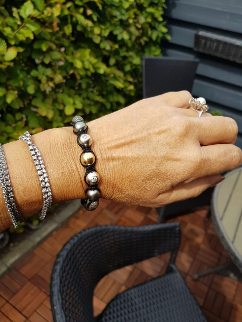 Tahiti Perle/Diamant Armbånd m. Guld/Hvidguld og Sølv Kugler.