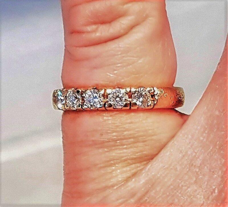Scrouples Alliance Ring m. i alt 0,55 carat Diamanter