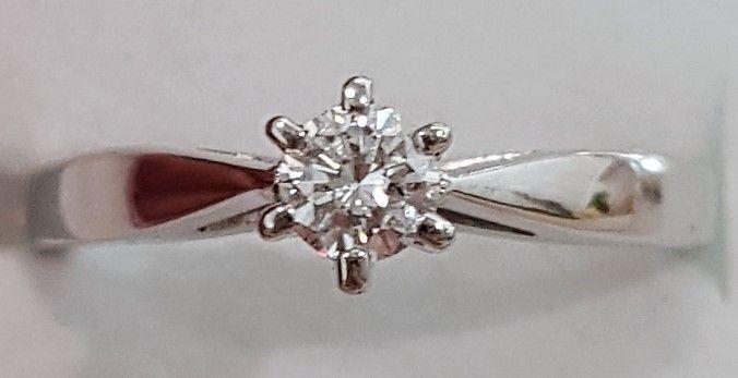 Prinsesse Ring i 14 Karat Hvidguld m. 0,25 carat Solitaire Diamant.