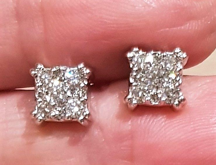 Firkantede Diamant Øreringe på Total 0,88 carat sat i 14 Karat Hvidguld.