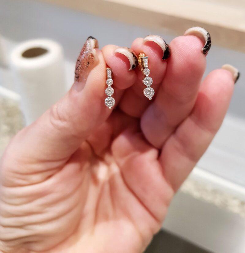 Diamant Øreringe m. Runde og Baquett Diamanter