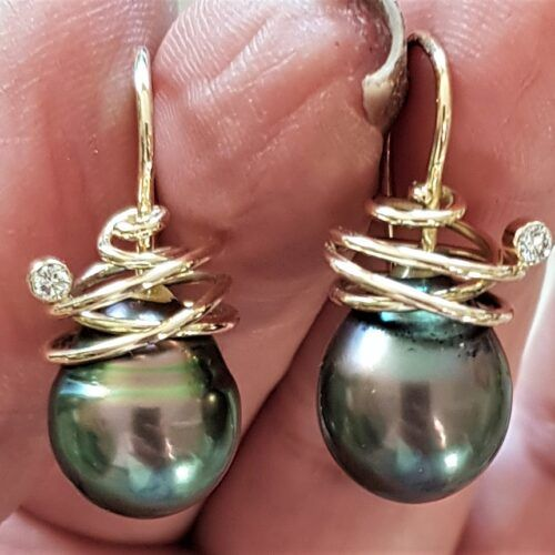 Håndlavede Tahiti Perle Øreringe i 14 Karat Guld m. Diamanter.