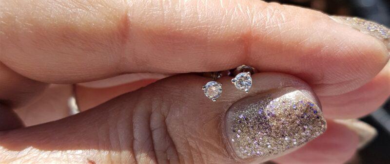Solitaire Diamant Øreringe i Martini Design m. alt 0,38 carat i 14 Karat Hvidguld