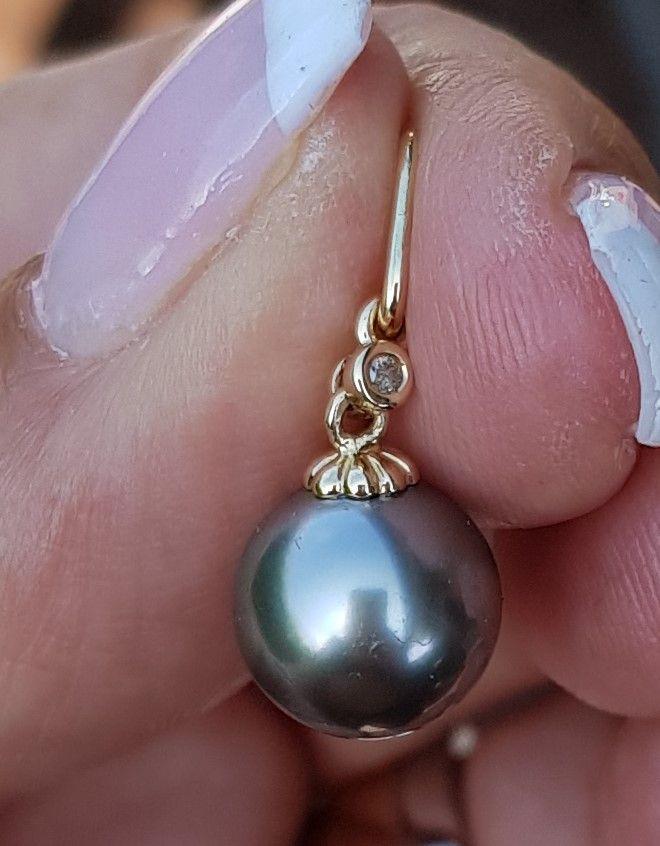 Tahiti Perle Vedhæng m. Diamant sat i 14 Karat Guld.