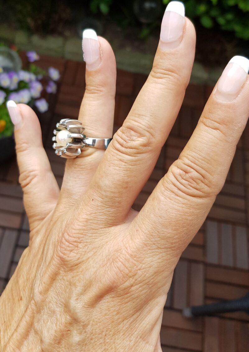 Håndlavet Unika Perle/Diamant Ring i Kraftig 14 Karat Hvidguld.