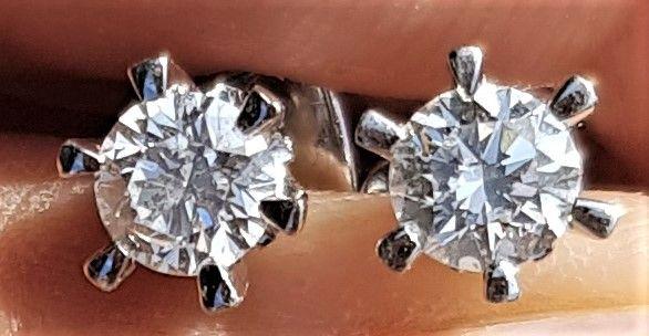 0,80 carat Diamant Øreringe i 18 Karat Hvidguld.