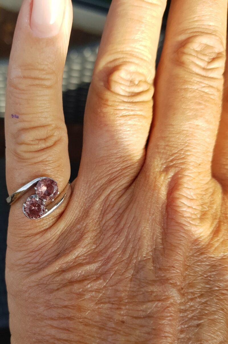 Farveskiftende Lab. Created Rosa/Grøn Sultanite Ring i 14 Karat Hvidguld.