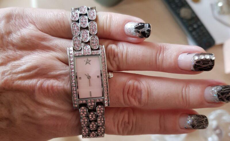 Pamela Anderson Designer Ur i Lys Rosa Design m. Rosa Krystaller.