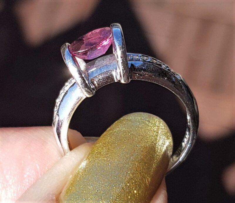 Turmalin/Diamant Ring i 14 Karat Hvidguld.