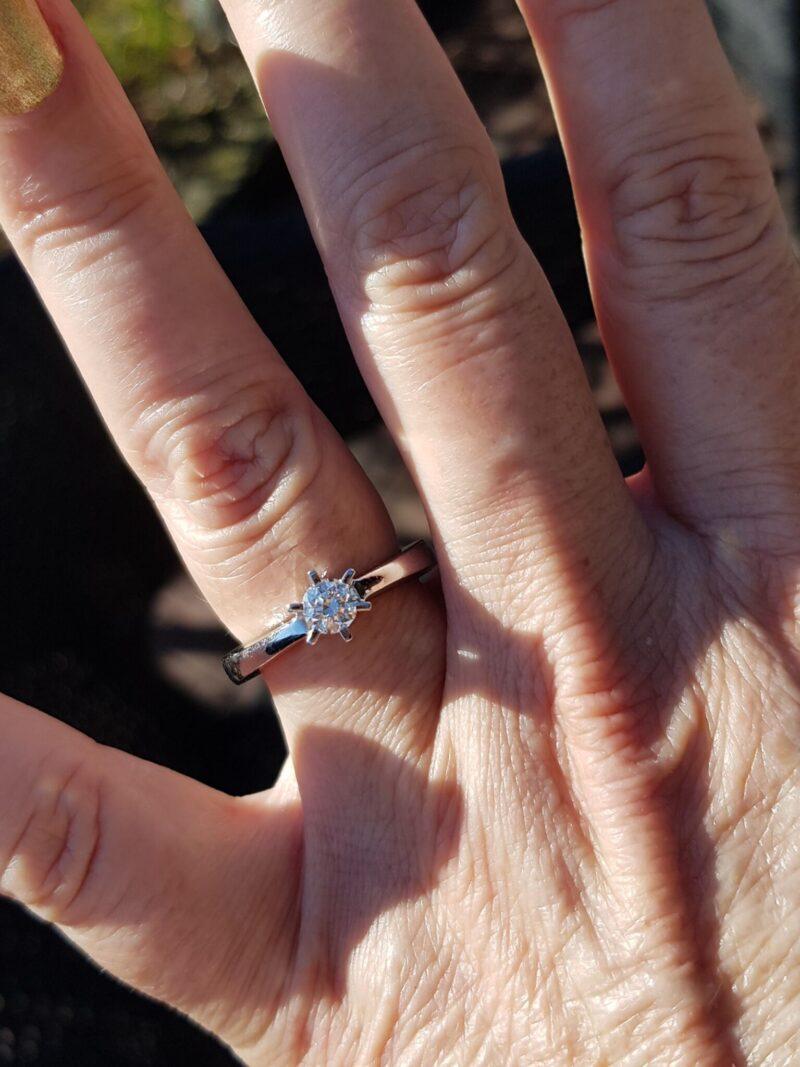 Solitaire Diamant Ring i 14 Karat Hvidguld m. Diamant på 0,51 carat.