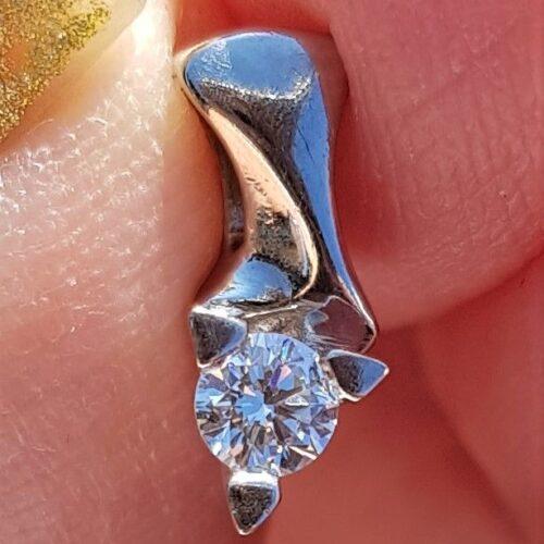 Kronprinsesse Solitaire Diamant Vedhæng m. 0,15 carat Diamant sat i 14 Karat Hvidguld.