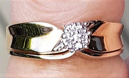 Dobbelt Ring i Guld m. Diamanter.