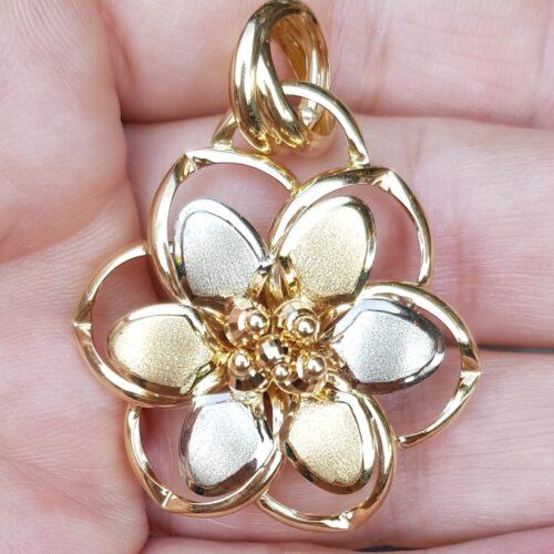 Blomster Vedhæng i Italiensk Design i 14 Karat Guld/ Hvidguld.