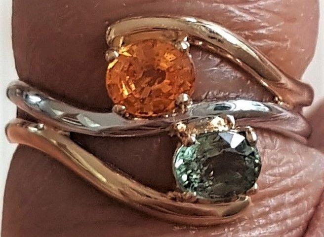 Grøn/Orange Safir Ring i Guld og Hvidguld
