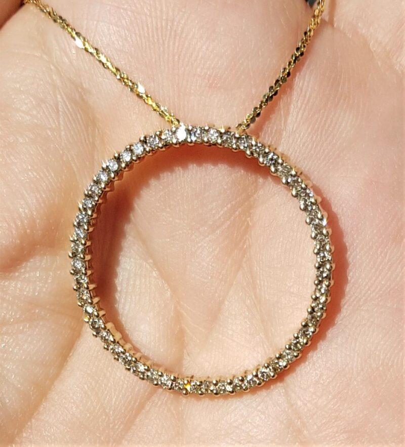 Eternity/Cirkel Vedhæng i Guld m. Champagne Farvede Diamanter på i alt 0,75 carat.