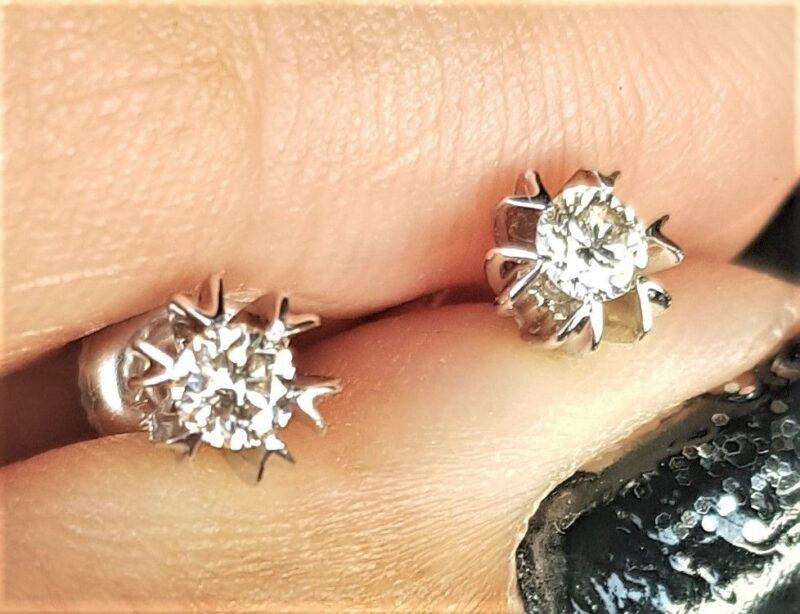 Håndlavede Solitaire Diamant Øreringe m. total 0,37 carat
