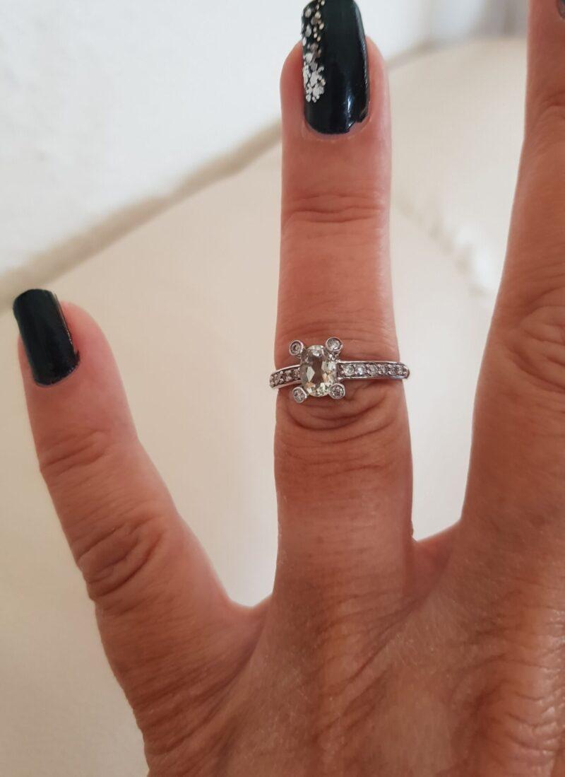 Grøn Ametyst og Diamant Ring i Hvidguld.