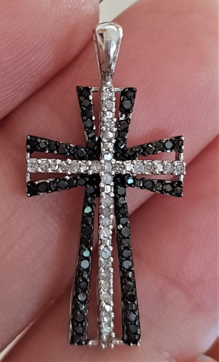 Diamant Kors i Hvidguld m. Sorte og Hvide Diamanter på Total 0,50 carat.