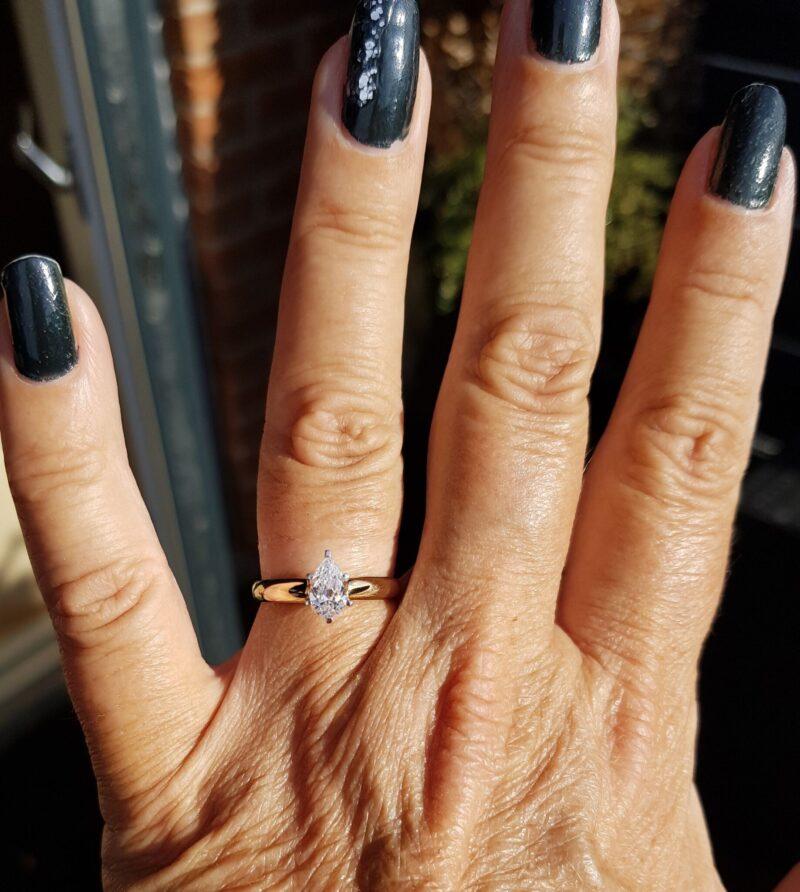 Pæreformet Zirkon Ring i 14 Karat Guld.