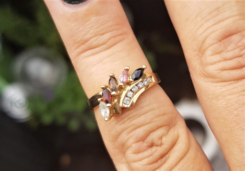 14 Karat Guld Ring m. Ædelsten