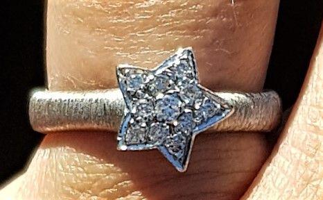 Stjerne Diamant Ring i 14 Karat Satineret Hvidguld.