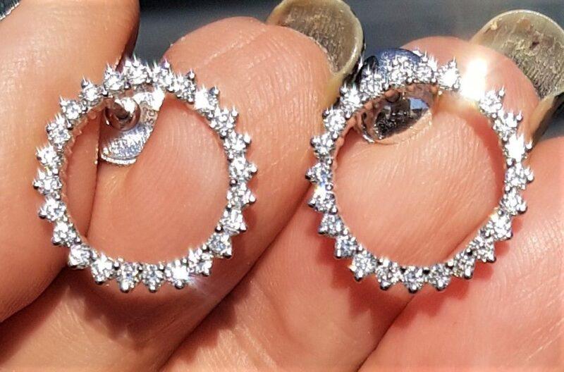 Deluxe Cirkel/Eternity Øreringe i 14 Karat Hvidguld m. i alt 1,86 carat Diamanter.