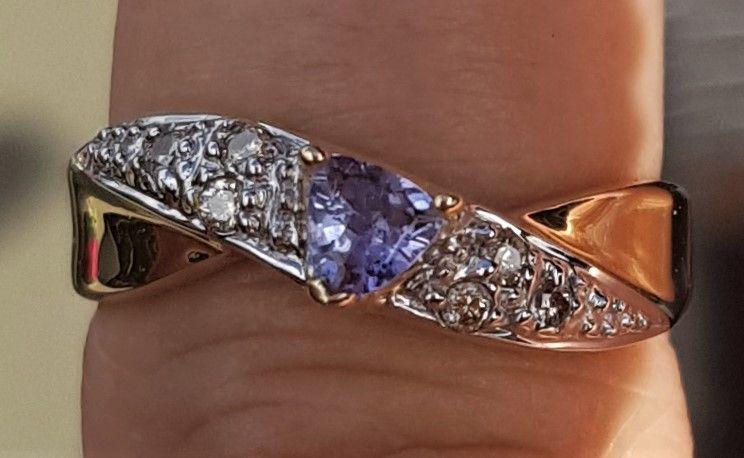 Tanzanite/Diamant Ring i 14 Karat Guld.