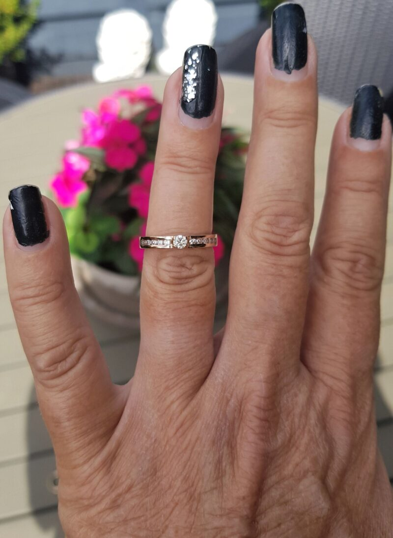 14 Karat Diamant Ring i Rødguld/Rosa Guld.