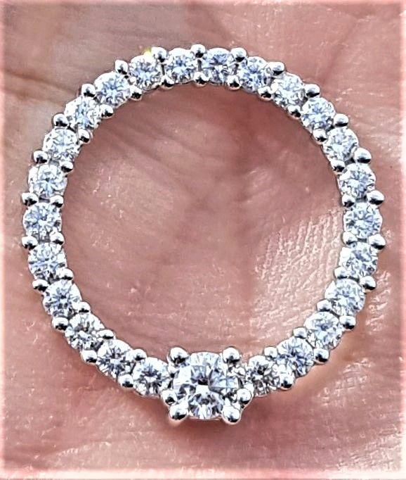 Eternity/Cirkel Vedhæng m. Diamanter på i alt 1,40 carat sat i 14 Karat Hvidguld.