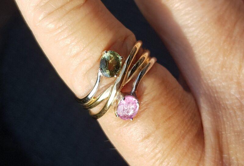 Rosa/Grøn Safir Ring i 14 Karat Guld/Hvidguld