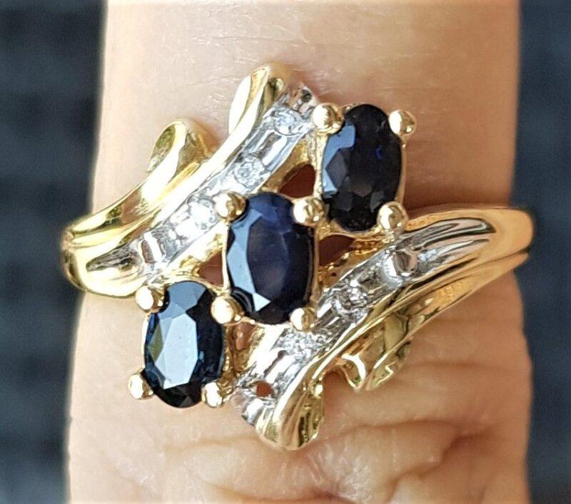Blå Safir Ring i Guld m. Diamanter