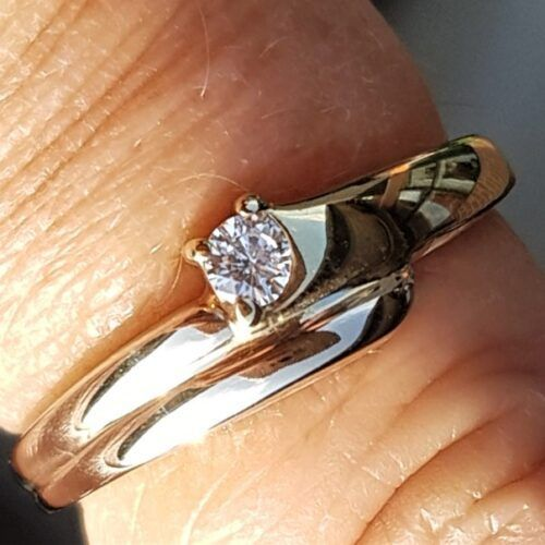 Charlotts Diamonds Guld/Gylden Hvidgulds Ring m. Solitaire Diamant på 0,09 carat