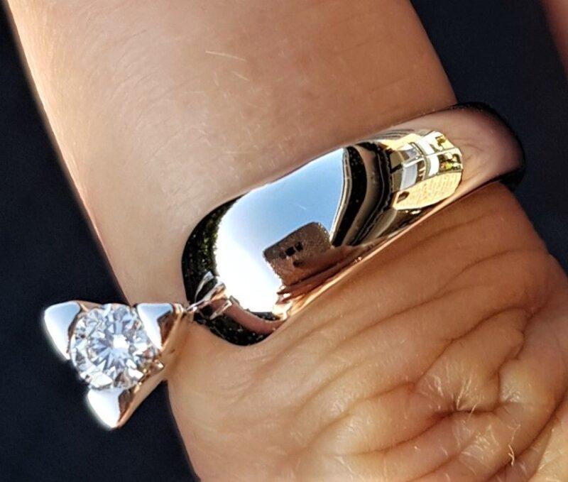 Kronprinsesse Ring i Hvidguld m. 0,15 Carat Diamant.