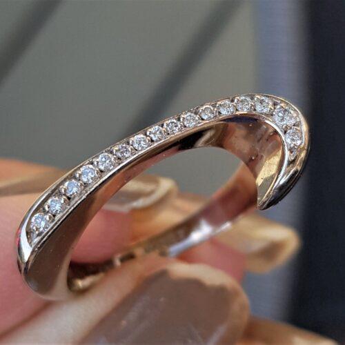 Diamant Ring Fra Vanity Design i 14 Karat Hvidguld.