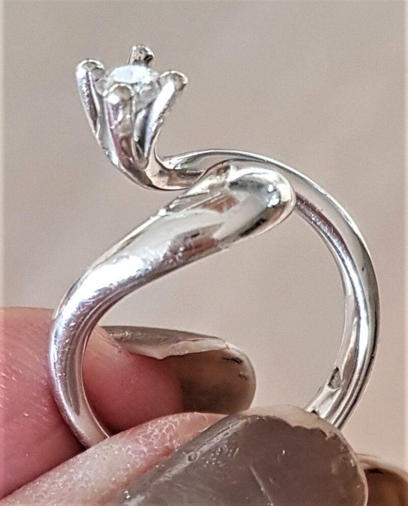 Kronprinsesse Solitaire Diamant Ring i 14 Karat Hvidguld fra A. Michelsen.
