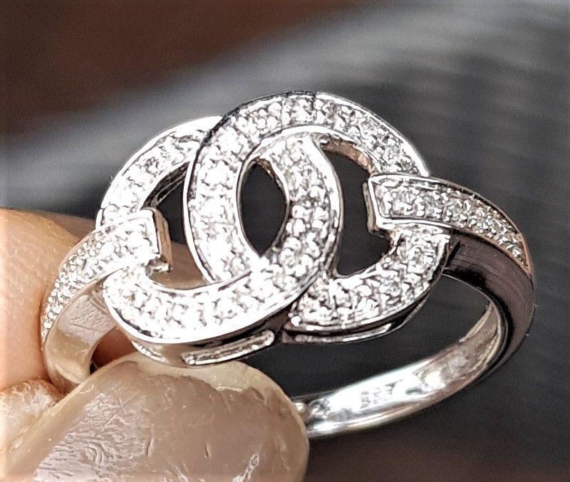 Diamant Ring i 14 Karat Hvidguld i Chanel Lign. Design.