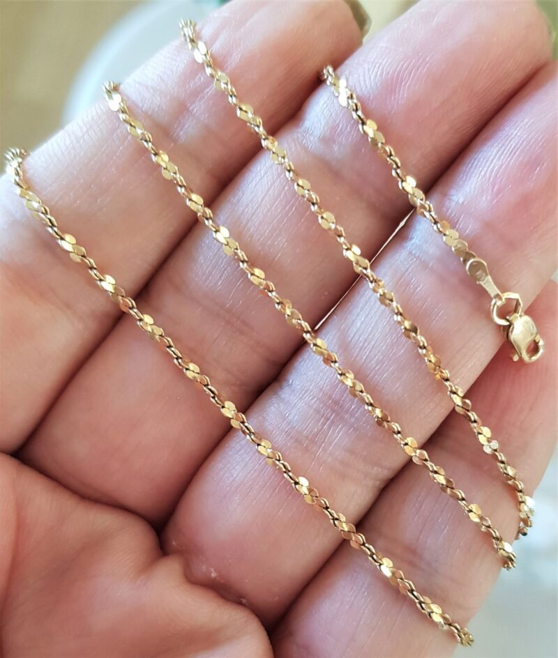 Italiensk Twistet S. Design Kæde i 14 Karat Guld.