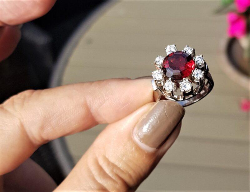 Håndlavet Unika Diamant Roset Ring m. Granat og i alt 0,98 carat Diamanter.